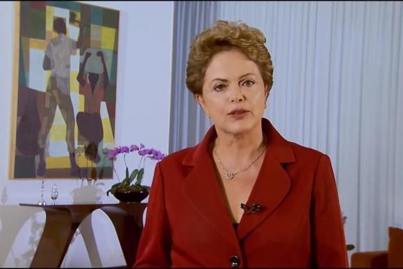 A presidenta vetou a proposta de Jucá que criava alíquotas únicas de 6% de contribuição previdenciária para patrões e empregados (Reprodução de vídeo da Presidência da República)